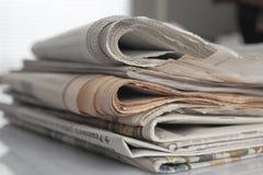 blank white för paper bunt för tidningar övre royaltyfri bild