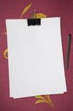 blank white för penna för anmärkningspapper Arkivfoto