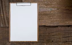 Blank white paper on wooden clipboard Royalty Free Stock Photography