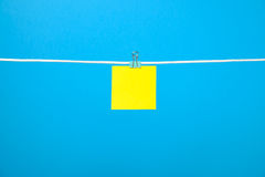 Blank yellow paper note on the string Stock Photography