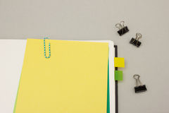 Blank yellow sticky note on blank book Royalty Free Stock Photos