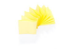 Blank yellow sticky note on block Royalty Free Stock Photos