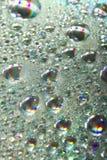 Blanka färgrika droppar av vatten Royaltyfri Bild