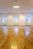 blanka tomma galleriväggar för konst Arkivfoto