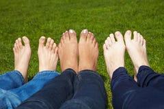 Blanke Zehen in einem Park Stockfoto