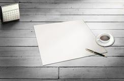Blankt papper som är klart för din egen text Arkivbild