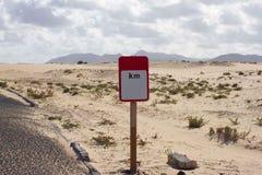 blankt vägmärke Öken Road Asfaltprärieväg Fyrkantig roadsign kilometer Royaltyfri Foto