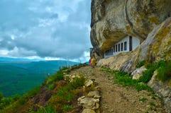Blanoveshchenskyklooster op de berg Mangup in de Krim Stock Afbeelding