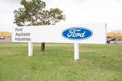 Blanquefort Μπορντώ, Aquitaine/Γαλλία - 06 14 2018: Ο αμερικανικός κατασκευαστής Ford αυτοκινήτων θέλει να πωλήσει το εργοστάσιο  στοκ φωτογραφίες
