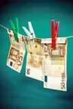 Blanqueo de dinero a partir de cincuenta notas euro imagenes de archivo
