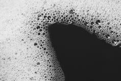 Blase von den reinigenden Antrieben auf Wasserhaut Stockfotografie