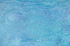 Blase von der Wasserbehandlung im Swimmingpool Lizenzfreie Stockbilder