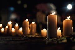 Blask świecy w rzędzie dla ślubnej ceremonii Fotografia Stock
