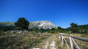 Blasku księżyca krajobraz Vettore góra Włochy Zdjęcia Stock