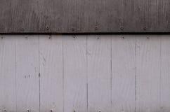 Blasses weißes und schwarzes hölzernes Muster oder Beschaffenheit und Nagel gehen voran Lizenzfreies Stockbild