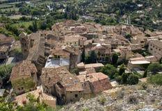 Blast för tak för bergby, Moistiers Sainte Marie, Verdon, Frankrike royaltyfri foto