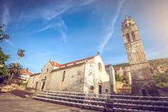 Blato村庄主要教会正方形在克罗地亚 免版税图库摄影
