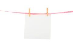 Blatt Papier auf Zeile Stockfoto