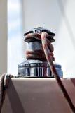 Blatthandkurbeln mit einer Seilnahaufnahme Lizenzfreie Stockfotografie