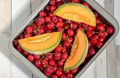 Blatthonigmelonen- und -kirschfrüchte Lizenzfreie Stockbilder