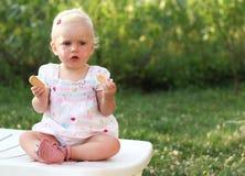 Blauäugiges herrliches Baby Stockfoto