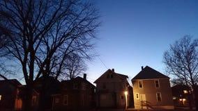 Blau beleuchteter Stadthimmel lizenzfreies stockfoto