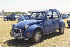 Blau Citroen 2CV Stockbild