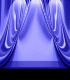 Blau drapiert auf leerer Stufe lizenzfreie abbildung