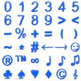 Blau gebogene Zahlen 3D und Symbole Stockfotos