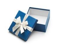 Blau-offene Geschenkbox mit weißem Bogen Stockbilder