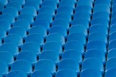 Blau sitzt. Stockbild