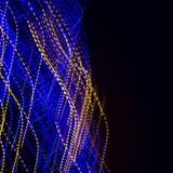 Blau und Gelb verdrehten hellen Hinterhintergrund stockbilder