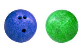 Blau und Grün marmorten die lokalisierten Bowlingkugeln Lizenzfreies Stockfoto