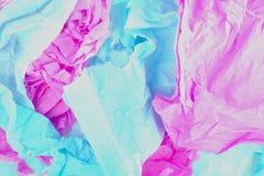 Blau und Rosa zerknittertes Papier Stockbilder
