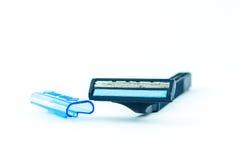 Blau unter Verwendung des Rasiermesserisolats auf weißem Hintergrund Stockfotografie