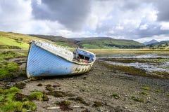 Blau verlassenes Boot Skye Lizenzfreie Stockfotografie