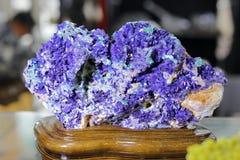 Blau-violettes Erz, luftgetrockneter Ziegelstein rgb stockbilder