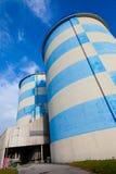 Blau-Weiße konkrete Silos lizenzfreies stockfoto