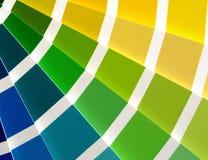 Blau zum sich gelb zu färben Lizenzfreies Stockfoto