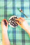 Blaubeere und Granola zum Frühstück Lizenzfreie Stockfotos