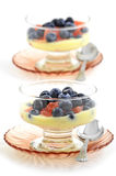 Blaubeeren, rote Pampelmuse und Zitronejoghurt Stockfotos