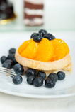 Blaubeersahnekleiner kuchen Stockfoto