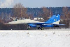 BLAUdüsenjäger Mikoyan Gurevich MiG-29LL 84 der FlugForschungsinstitutlandung bei Zhukovsky Stockfotografie