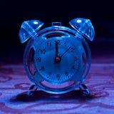 Blaue abgetönte Alarmuhr Lizenzfreie Stockfotos
