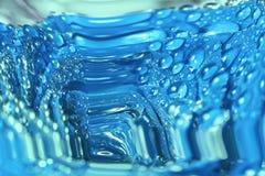Blaue Abstraktion mit Wassertropfen Stockfotografie