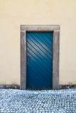Blaue alte hölzerne Tür Lizenzfreies Stockfoto