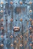 Blaue alte hölzerne Tür Stockfoto