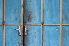 Blaue alte Tür Lizenzfreies Stockbild
