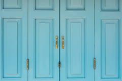 Blaue alte Tür in Thailand Lizenzfreie Stockfotos