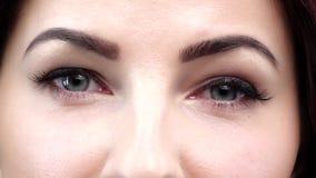 ? blaue Augen der Frau Abschluss oben Langsame Bewegung stock footage
